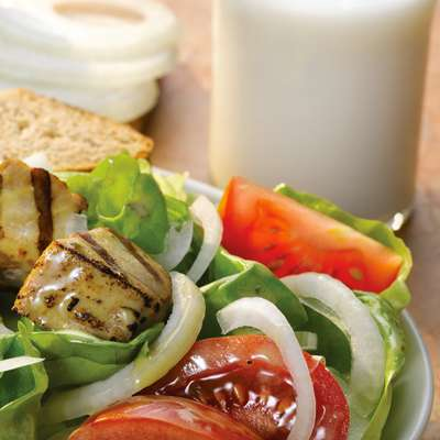 Sweet onion and tomato salad with fish